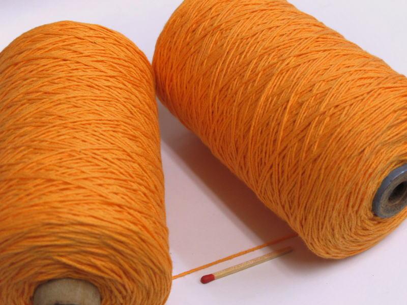 ビギナーさんからベテランさんまで扱いやすさバツグンの綿糸です 【20/8綿(みかん)】 手織りにも手編みにも使いやすいコットンならコレ!安心の品質とリーズナブルなお値段を両立した、やわらかな風合いの綿糸です。