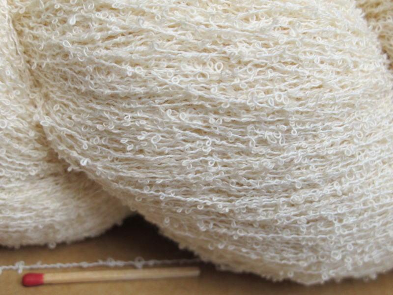 【綿ループ(生成)】 やわらかくてサラッサラの風合いの綿糸♪爽やかな手ざわりが気持ちいい変化糸です。
