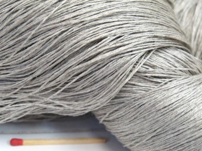 しゃきっとしたコシのある清潔感たっぷりの麻糸です 40 4リネン 生成 かせ さらっとした爽やかな手ざわりはリネン 亜麻 贈呈 手織りにも手編みにもオススメの麻糸です 倉庫 ならでは