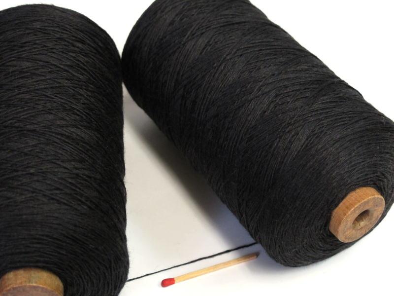 しゃきっとしたコシのある清潔感たっぷりの麻糸です 40 4リネン 黒 ならでは さらっとした爽やかな手ざわりはリネン 休み 手織りにも手編みにもオススメの麻糸です 亜麻 新品