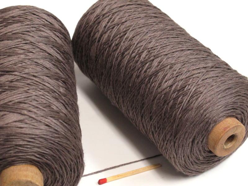 値下げ しゃきっとしたコシのある清潔感たっぷりの麻糸です 40 8リネン 炭茶 手織りにも手編みにもオススメの麻糸です ストアー さらっとした爽やかな手ざわりはリネン ならでは 亜麻