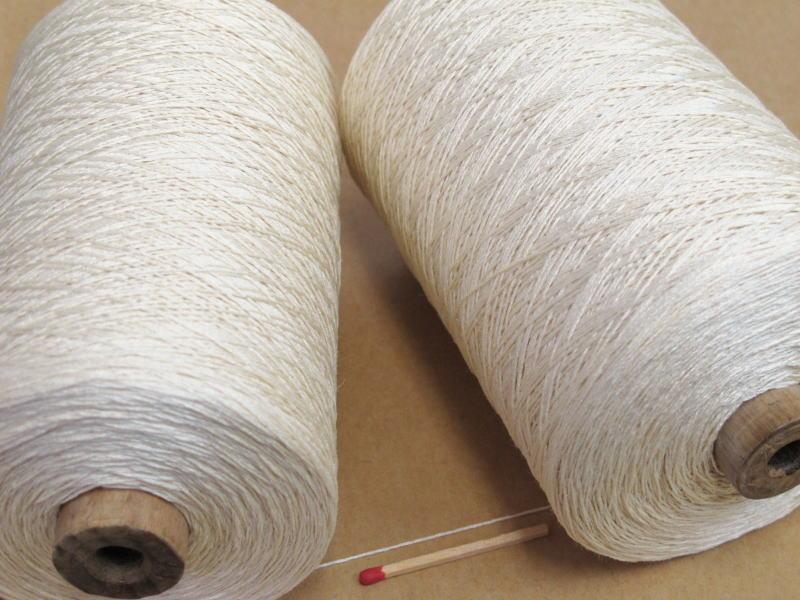 ショール ストール 服地をはじめ裂織用の経糸にも使える万能の糸です シルク900 生成 コストパフォーマンスも高く 毎日続々入荷 巻き 新品■送料無料■ 1本手元に置いておかれたら重宝します 手織りの方にも手編みの方にも使い勝手の良い絹100%の糸
