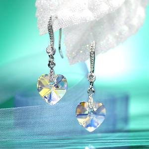 A magical glow. ☆ Swarovski crystal earrings swing heart / Aurora