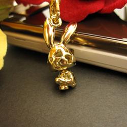 Neck pretending cute ♪ super sparkly ☆ スワロフスキーキラ rabbit strap