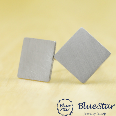 K18WG スクエアデザイン つや消しピアス  BlueStar