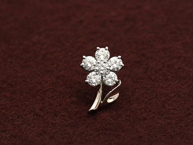 ロイヤルアッシャーダイヤモンド 小花のワンポイントピンブローチ