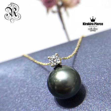 【RUKA瑠夏】☆新作☆キラキラジルコニア&黒蝶真珠を一粒あしらったシンプルなペンダント。どんなファッションにも合わせやすく、装う人をシックに、モダンに演出します。黒蝶真珠を初めて手にする方へおすすめです。11-12mmPE0070A送料無料