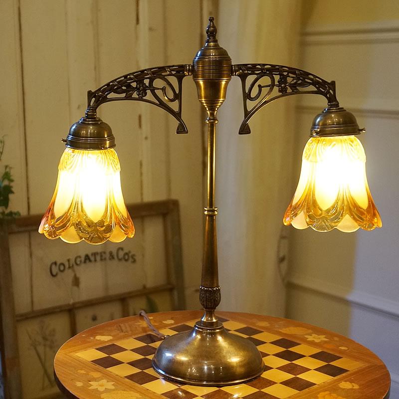 【お得クーポン配布中】 フランスアンティーク風 テーブルランプ 2灯(E-17・LED電球付)【送料無料】真鍮 ブラス製 おしゃれ 卓上ランプ 輸入照明器具 インテリア 置物 ヨーロッパ アンティーク