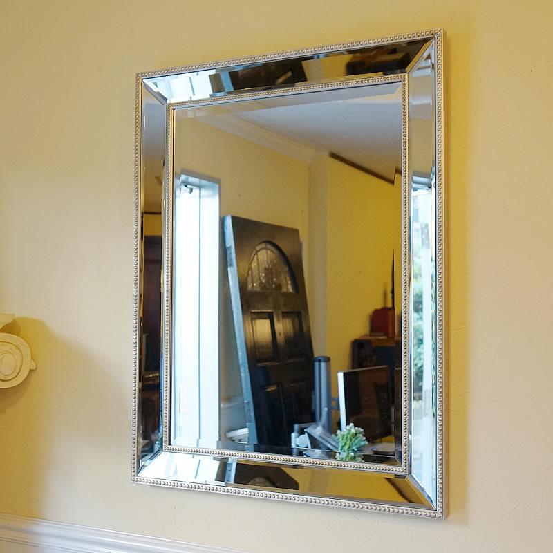 【お得クーポン配布中】 シンプルモダンスタイル 壁掛けミラー 鏡 面取り(Mサイズ)ミラー 壁掛け おしゃれ 鏡 アンティーク家具 鏡 壁掛け おしゃれ 鏡 全身鏡 姿見 デザイナーズ 鏡 姿見 全身 壁掛け アンティーク ミラー 鏡 壁掛け おしゃれ アンティーク 北欧