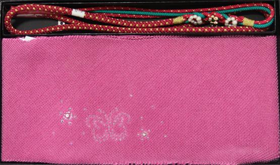 ハート型のラインストーンがかわいい 振袖用 帯揚げ 帯締めセット 正絹 ※メール便不可 モデル着用 注目アイテム 人気ショップが最安値挑戦 ハート 紫 ラインストーン付き