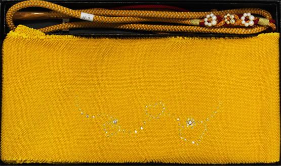明るいイエローで元気な印象に 開催中 振袖用 帯揚げ 帯締めセット 正絹 黄色 ラインストーン付き 新作送料無料 ハート ※メール便不可