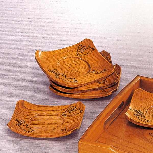 至高 大量に残っているため処分価格で大放出中 うさぎ柄の木製漆器 50%OFF 半額 茶托 茶たく 返品不可 単品 天然木 木製 兎彫り