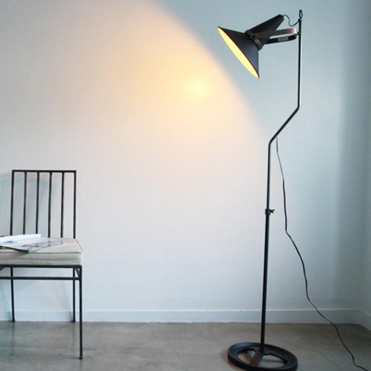 フロアーランプ Studio D 送料無料(送料込) スタンドライト スタンド照明 フロアライト フロアスタンド 照明 ライト 間接照明 おしゃれ インテリア led 対応 シンプル 人気 北欧 西海岸 インダストリアル黒 新生活