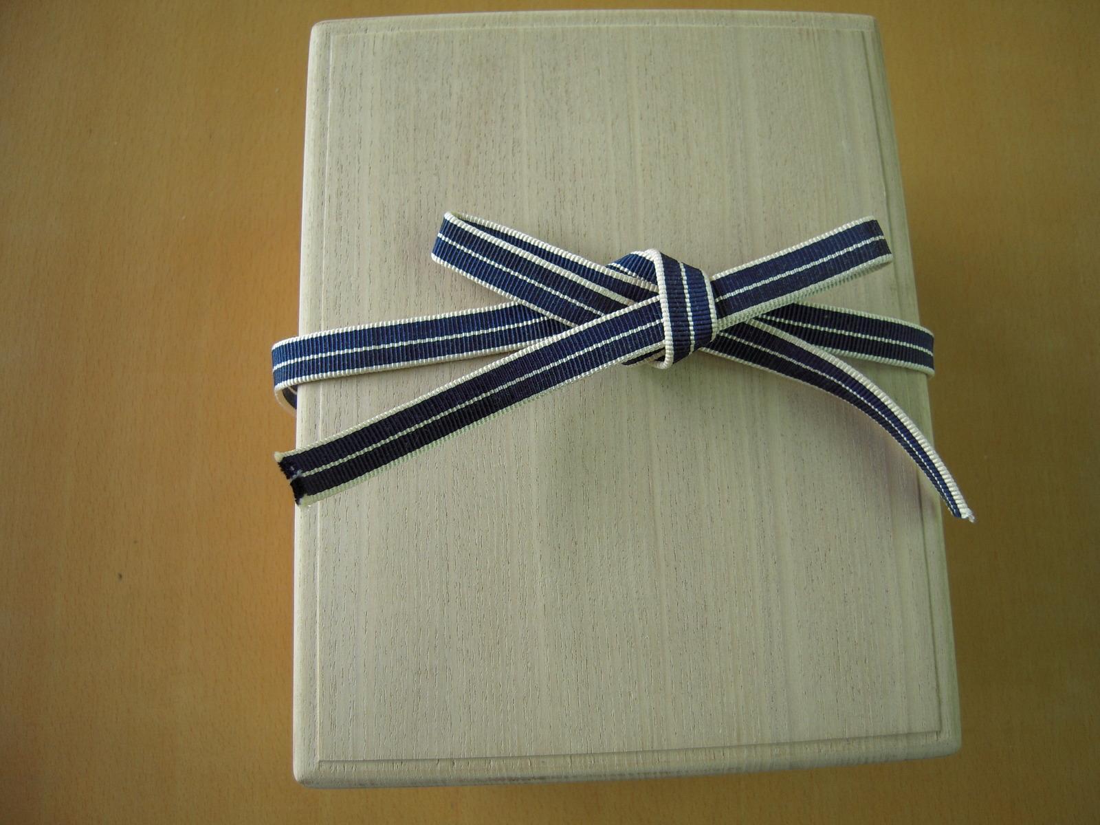 セール特価品 百人一首 収納桐箱 小 ひも付き 国産 高級 桐製 かるた カード 大人気! 豪華 オリジナル 上等品 収納