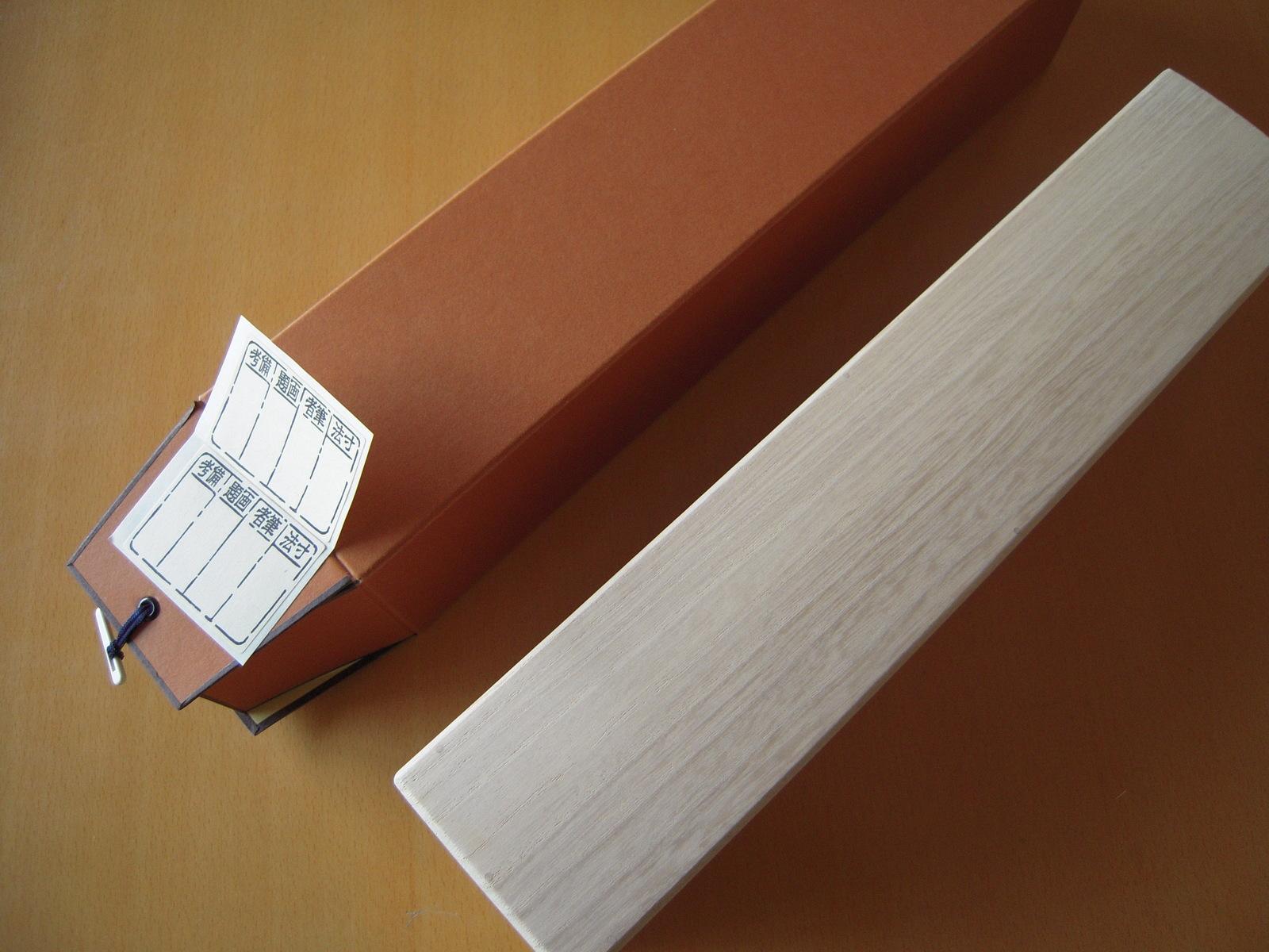 掛け軸箱 1尺8寸 D 545 W 57 H 62 未使用品 180 単品 国産 タトウ紙 桐製 収納 伝統工芸 軸箱 シール 毎日続々入荷 賞状 インテリア 虫除け 手作り