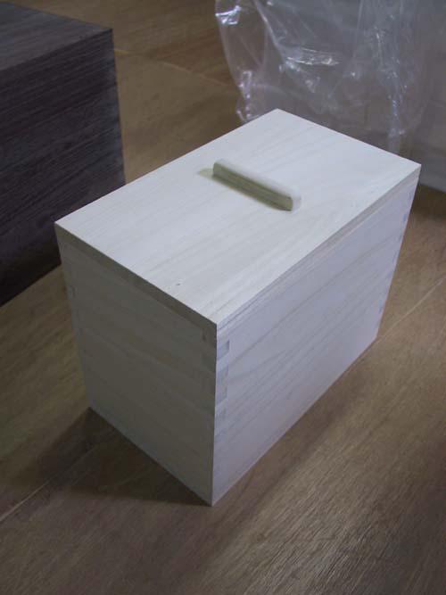 総桐米櫃5k+2kお米が分別できるし2kタイプの箱には乾物などを入れても良いと思います。【smtb-F】