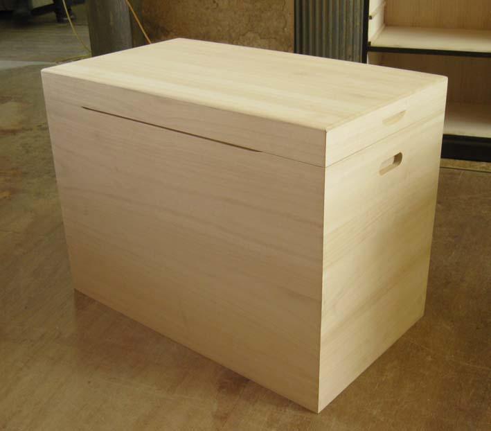 衣装箱 商品番号688 木製 木箱 総桐衣装箱1段キャスター付で楽々移動 製造直売 シンプルな作り 製造直売 衣装箱 商品番号688, LADYBIRD81:7aa079ba --- ero-shop-kupidon.ru
