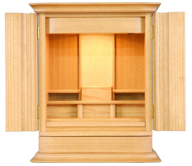 モダンの中にも和を感じさせてくれるお仏壇 売り込み 新作入荷 扉は桐の総無垢で素材の特徴でもある軽量な点も人気です 仏壇 モダン仏壇 国産仏壇 イフ ライト色 18号
