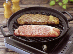 Southern ironware IWACHU [Nanbutekki] : Cast iron grill pan round shape 29 cm (Using the 100 volts and 200 volts induction cooker is OK)