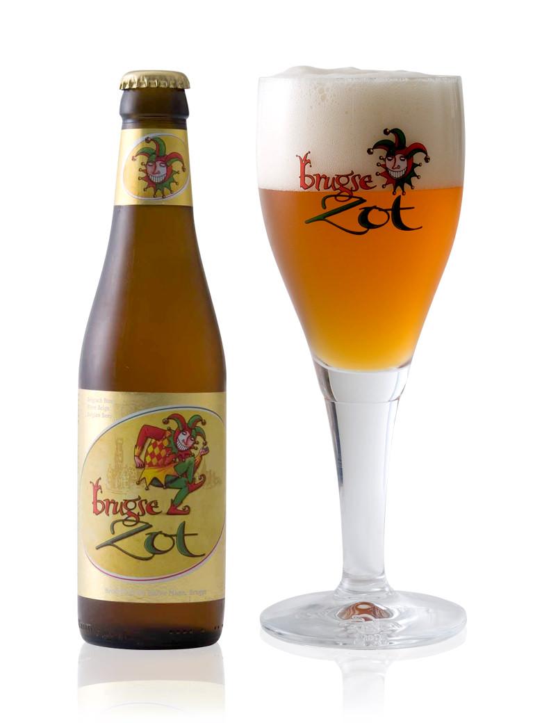ベルギーのブルージュの地ビール ブルッグス ゾットです 旨みと酸味のバランスがよく ブロンド330ml 日本メーカー新品 スパイシーさもある味わい ゾット ご注文で当日配送 ベルギービール