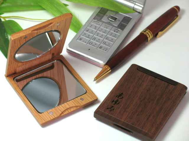 The handmade gift is ☆ carved seal free of charge like Lady's in a bag! In celebration of wooden excellent hand mirror case mother, the present of the mirror compact to grandmother, a wedding anniversary to a wife
