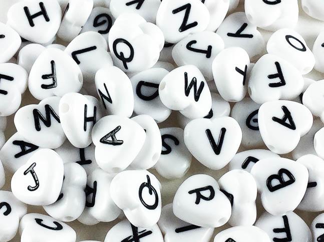 捧呈 送料無料 イニシャル アルファベット ビーズ ハート 形 11mm ホワイト ハンドメイドパーツ AP0186 100個 アクセサリーパーツ 割引