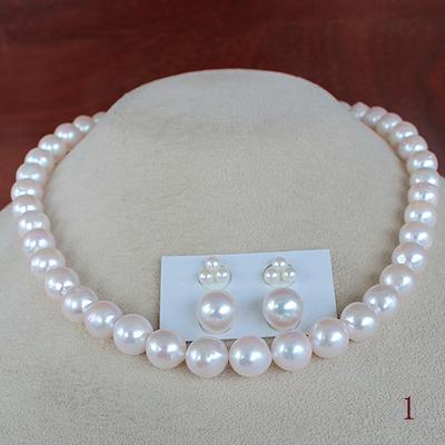 ●アコヤ真珠越し物<ホワイトピンク>9-9.5mm Necklace&アコヤ真珠越し物<ホワイトピンク>3.75-4mm×6コ/9.5-10mm×2コ <Titan Piace>直結 or ブラ<百合Swing>※K14WG or SVイヤリングはオプション。