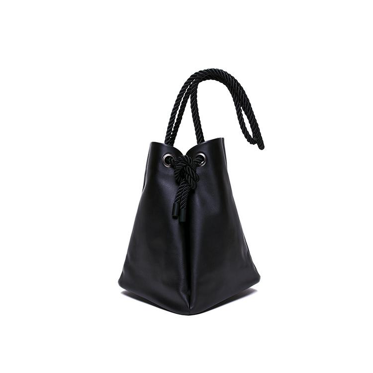 KLON POUCH BAG , レディース メンズ バッグ 鞄 黒 巾着 ポーチ 本革 シンプル モノトーン ファッション 秋 冬 バッグ クリスマス