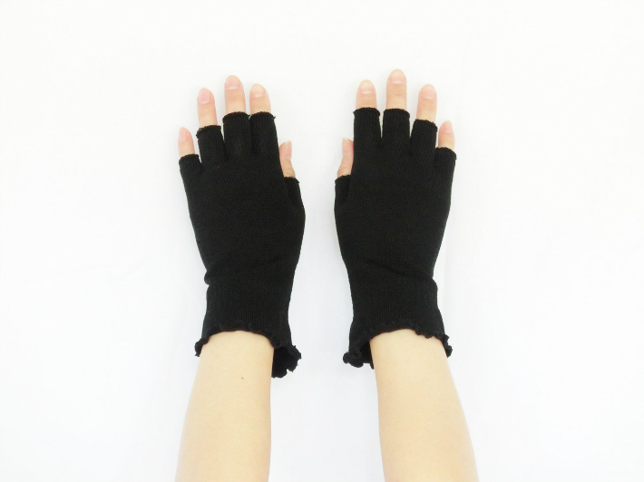 UV silk finger free gloves PC and mobile friendly is cut 85% more than the mitten.