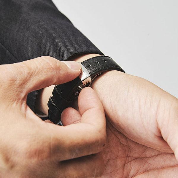 Knot(ノット) オリジナルDバックル(18mm) イエローゴールド単独購入はメール便のため代引き・着日指定・包装は不可
