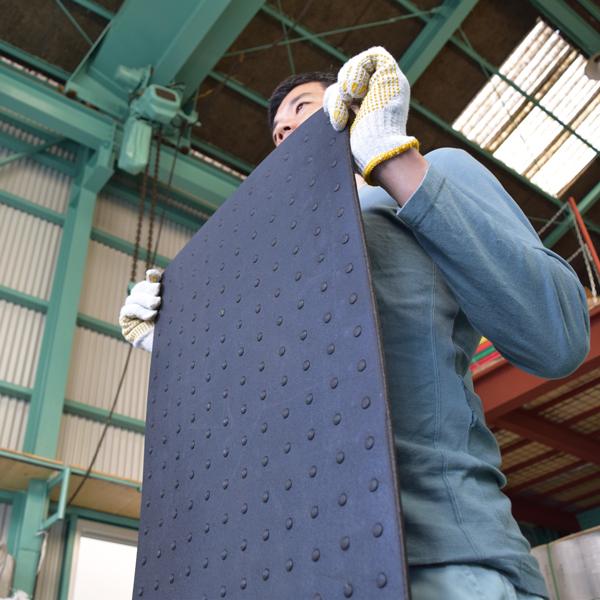 【工場直売】凹凸のあるリサイクルゴムシート厚さ10mm×幅1.4M×長さ2M