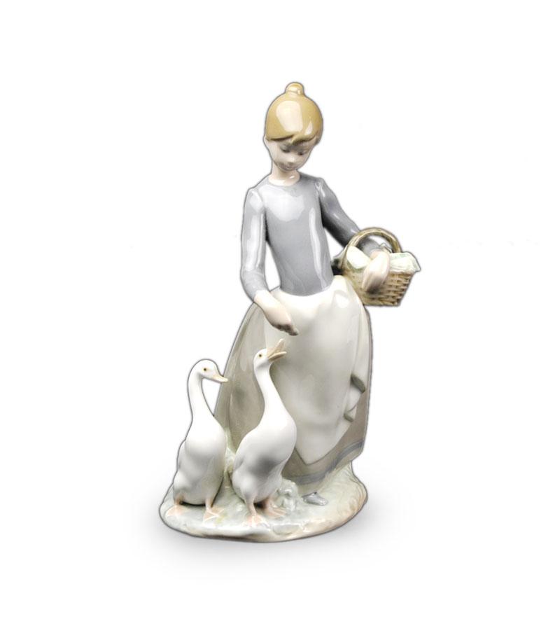 ○リアドロ陶器人形○アヒルに餌をあげる女性像「婦人とアヒル」-スペイン陶器-近代品【美術品】【中古】【送料無料】