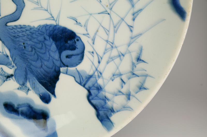 ○伊万里染付芦雁図大皿○江戸後期 縁の絵付が滲んでいる 使用の際の小さいスリ傷有り 無傷 磁器 古美術骨董送料無料XikPZu