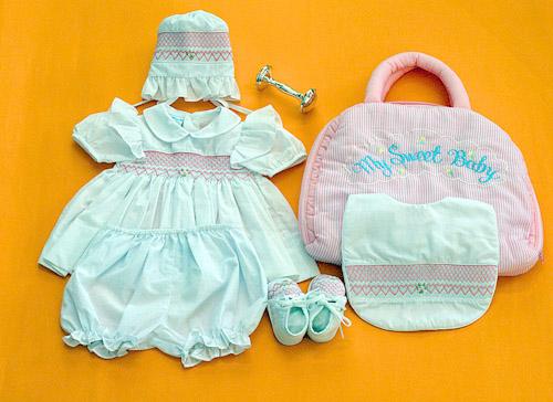 ドレススモッキングドレス刺しゅうスモッキングドレスご出産祝マザーズバッグ&ベビースモッキングドレス0-3MベビーとママのSweetギフトセット選んで!!無料ギフトラッピング