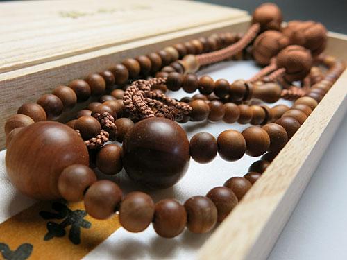 【ポイント10倍&お香プレゼント中】 男性用のお数珠 インド白檀 三双法華 共仕立て 日蓮宗