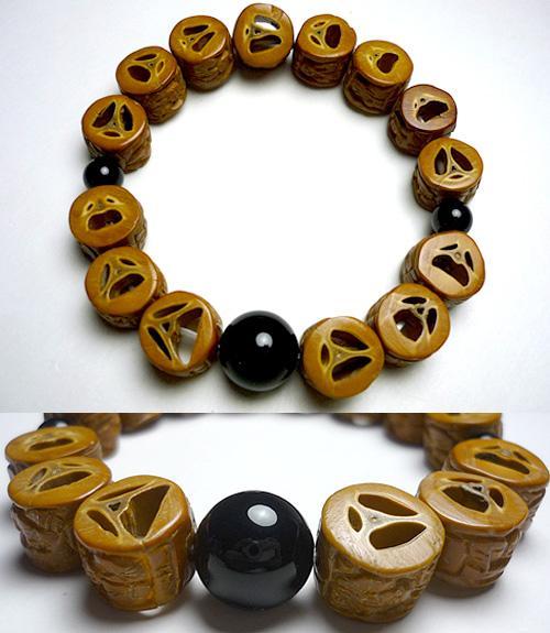オリーブ楽割(ラクワリ)羅漢彫り 腕輪 ブラックオニキス仕立て