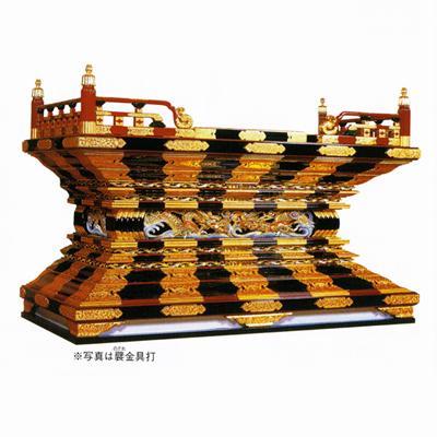 東用本須弥壇 黒塗面朱 彫淡彩色 框箱金具打 本漆塗 5尺3寸(159cm)