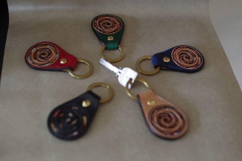 ATW_Key Ring / キーホルダー ≪ 極厚ハーマンオークレザー×西陣織 ≫ シェリダンスタイル専門のカービング職人が手掛けるオリジナルキーホルダー。こんなに小さいのに、ちゃんと西陣織、入ってるんです。【贈り物】