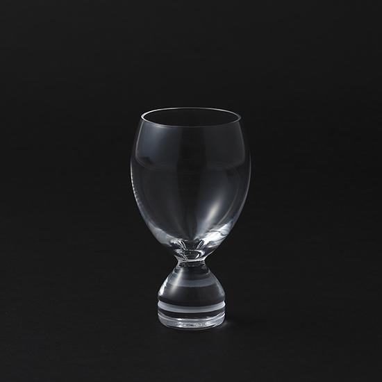ドイツ人デザイナーによる 直線と曲線のもつ魅力が交差した美しい日本酒用グラス ワイングラスのような姿をしながら 和酒を注ぐことでもっとも美しく映える お得クーポン発行中 不思議なデザイン 新商品 木本硝子Ingrid イングリッド カット - XANA 高級 江戸切子 ワイングラスのような冷酒グラス 和酒 オシャレなグラス モダン 敬老の日 結婚祝い 変わったお猪口 贈り物 記念日 夏夜 ドイツ 上司 誕生日 小さめ 女性 ご両親 欧州風 晩酌 ギフト プレゼント