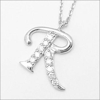 憧れの高級素材プラチナ900使用 10ポイントダイヤモンドが煌めくペンダント 10年の記念にもおすすめ オーダーで作製する高品質の日本製です プラチナ900 10ポイント ダイヤモンド イニシャルペンダント 【 R 】 [送料無料][ラッピング無料]