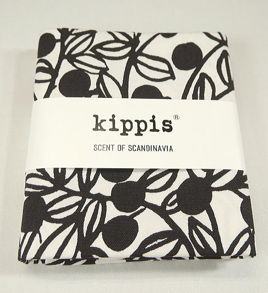 ※ゆうパケット4枚までOK KPOK-50A kippis キッピス カットクロス 代引き不可 オックス 約110cm巾×50cm U-4 Mustikka ブルーベリー 販売期間 限定のお得なタイムセール オフホワイト C2-6