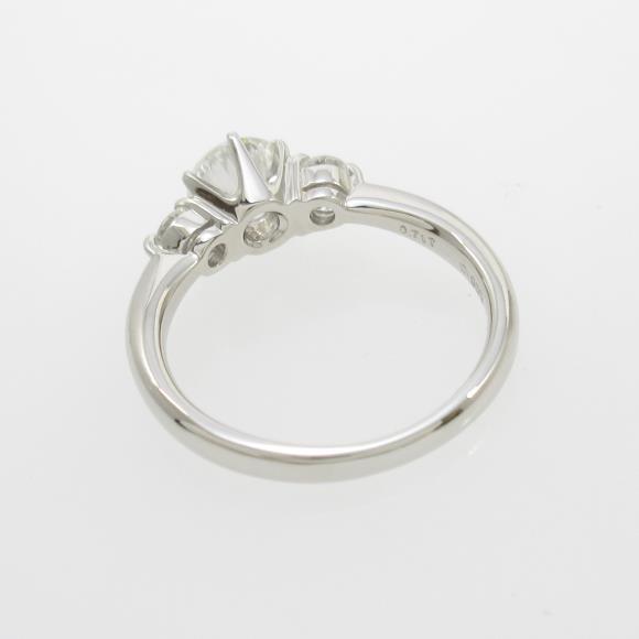 3f640df11dde 眩い輝きを放つダイヤモンドがセッティング。細身のアームが美しい指先を演出します。 商品名:プラチナダイヤモンドリング  0.717ct・I・SI2・GOOD 商品ランク:中古品A