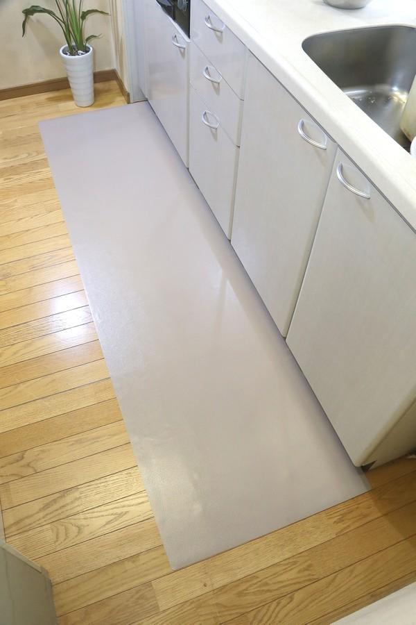 キッチンのキズや汚れを防止するレザー調キッチンフロアマット120×300129