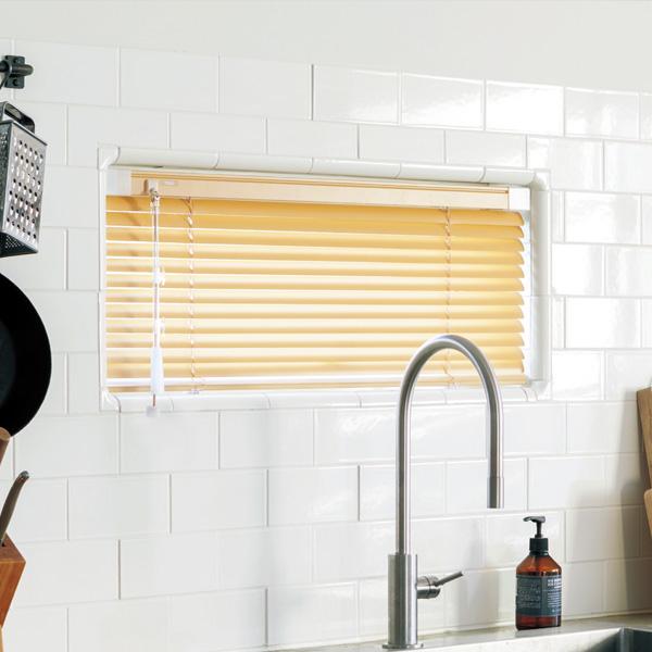 オーダー アルミ ブラインド TOSO 営業 ベネアル25 浴窓 テンションタイプ は つっぱり式 なので トーソーブラインド スラット幅25mm 定価 賃貸 光触媒遮熱 浴窓テンションタイプ 幅161~180cm×丈101~120cm 横型ブラインド に最適 や 浴室