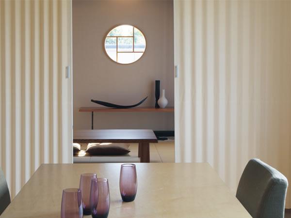 TOSO アコーディオンドア(アコーディオンカーテン) クローザーライト レーベル 幅126~150cm×丈231~240cm