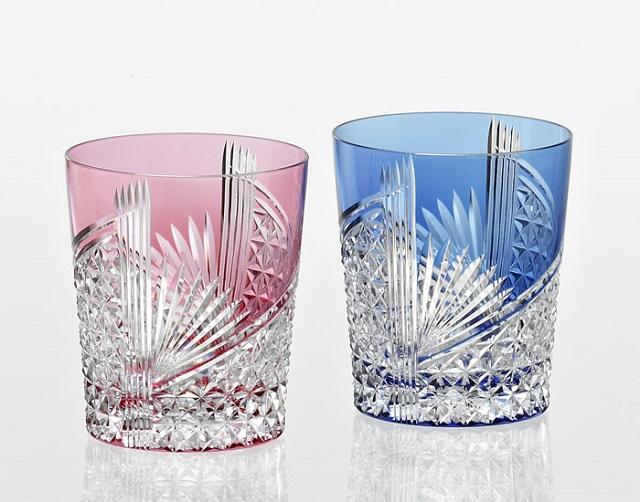 グラス好きな方へのプレゼントに カガミクリスタル 日本製 江戸切子 折鶴 ペアロックグラス約280ml TPS9852-2783-AB ロックグラス 爆売り プレゼント 焼酎グラス ギフト お祝い 青 赤 メーカー在庫限り品 ご贈答 マイグラス