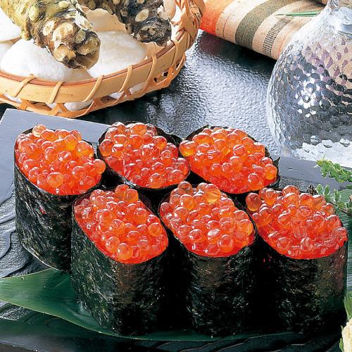 鮮度の良い北海道産の秋鮭の卵を 激安通販販売 塩のみで加工 流通量の5%程度しかない 塩いくら 大変貴重です 稀少品 最高級の三特一級品 北海道産 500g 新作販売