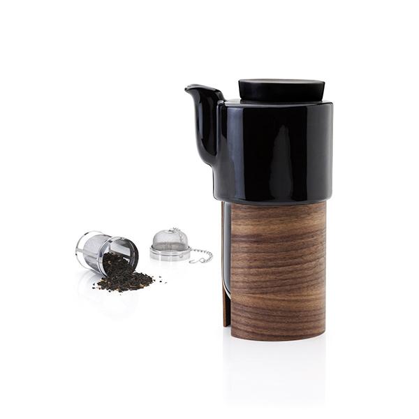 北欧フィンランドデザイン。木製ホルダー付きのスタイリッシュなティーコーヒーポット tonfisk(トンフィスク)ティーコーヒーポット ブラックxウォルナット/セラミック蓋/ストレーナー付き