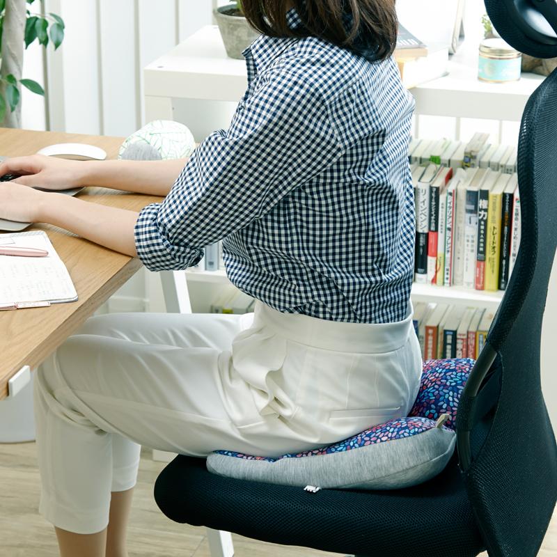 ブランド別で選ぶ>働く女性のためのサポートクッション JIMU fab シリーズ