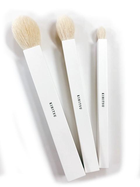 四角い幸運 の筆として 上品 願いを込めて丹念に作りました 送料無料 熊野筆 喜筆 shikaku フェイスブラシ アイシャドウブラシ シャンプー チークブラシ ブラシ 新商品 買物 ホワイト